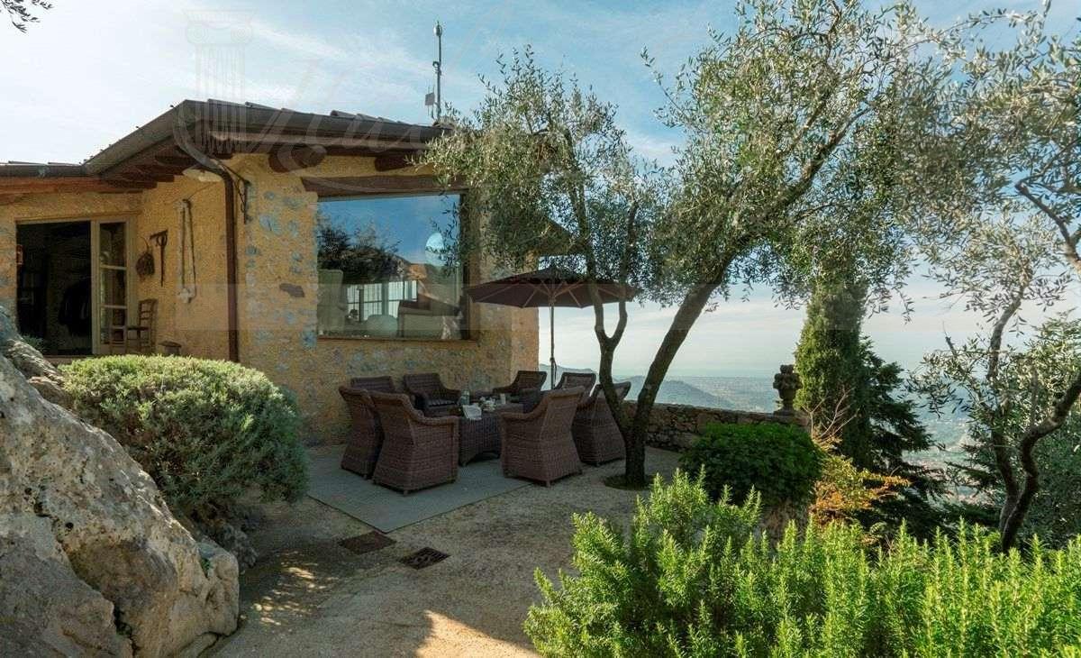 A Casa Di Babette vineyards villas in italy. italian style villas - a